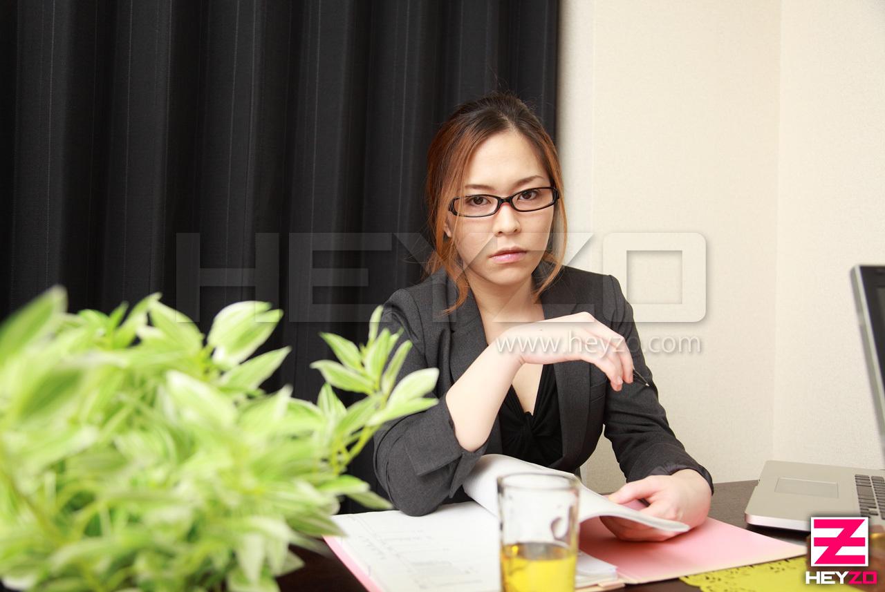 ゴージャスモデルの正体は性悪女上司~タマった鬱憤をオマンコにぶちまけろ!~