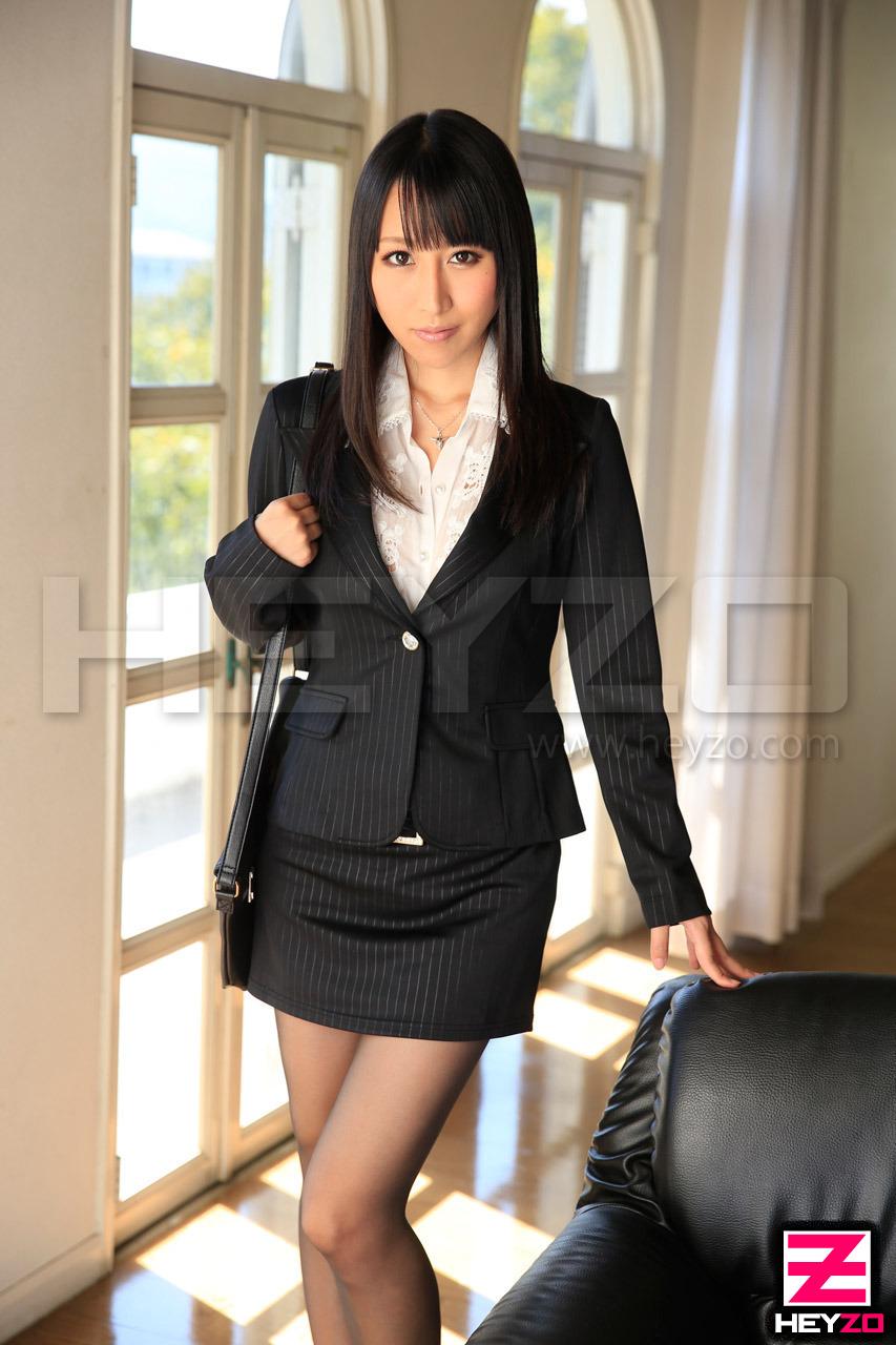 狂乱爆乳秘書~会議中に欲情する不埒な女~