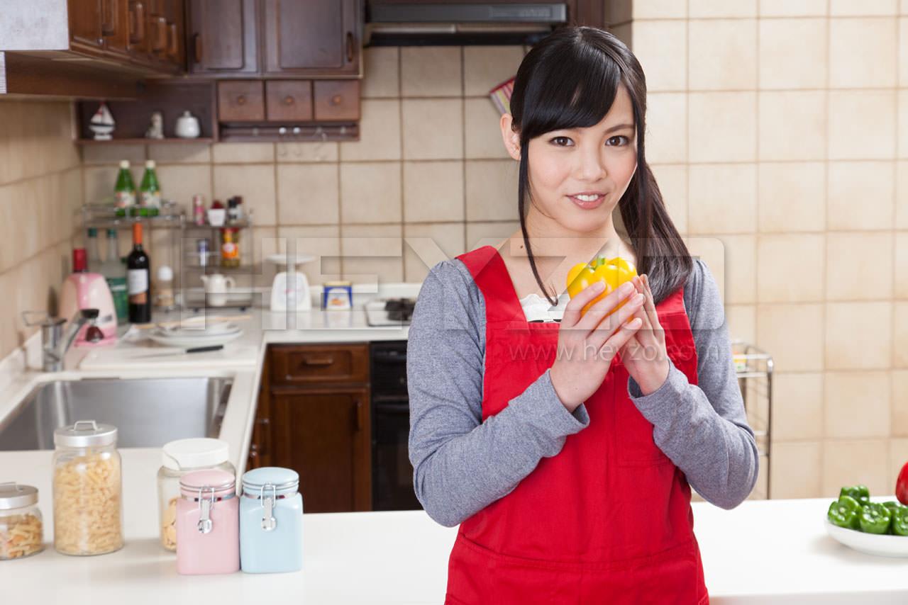 いやらしすぎる料理研究家~アナタのソーセージ、しゃぶらせて!~
